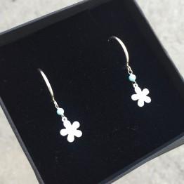 Kolczyki koła z kwiatkiem i kamieniem turkusowym ze srebra 925