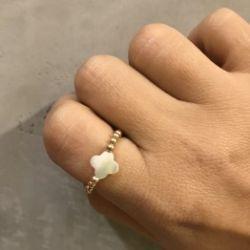Pierścionek ze złota z kamieniem z masy perłowej