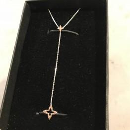 Naszyjnik z ażurową Lilijką na łańcuszku ze srebra