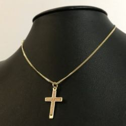 Naszyjnik krzyż grawerowany