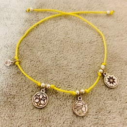 Bransoletka żółta nitka z zawieszkami srebro 925