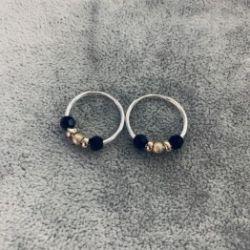 Kolczyki koła 16 mm ze złotymi kulkami oraz czarnymi kamieniami 925