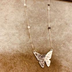 Naszyjnik grawerowany motyl z kamieniami złoto 9 karat
