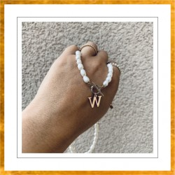 Naszyjnik z perłami i dowolną literą