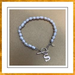 Bransoletka perły i dowolna litera