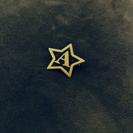 Broszka z dowolną literą Gwiazda