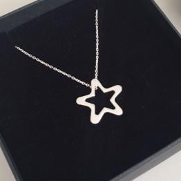 Naszyjnik z dużą ażurową gwiazdką ze srebra 925