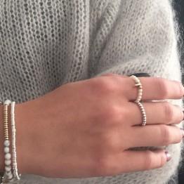 Pierścionek z gładkich kuleczek ze srebra 925